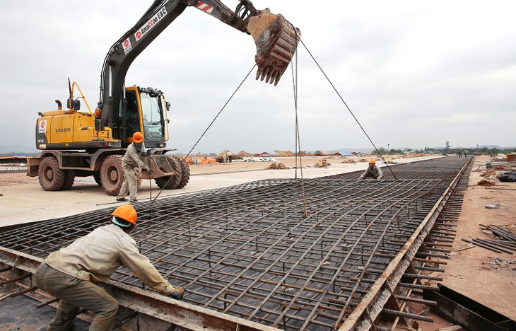 Theo phương án đầu tư kiến nghị, ACV đầu tư Dự án thành phần 3 - các công trình thiết yếu của Cảng hàng không Long Thành, trong đó có đường cất hạ cánh, nhà ga... Ảnh: Lê Tiên