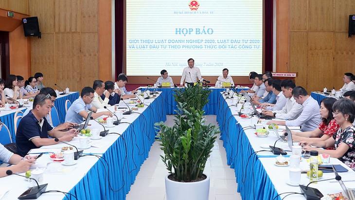 Toàn cảnh họp báo giới thiệu Luật Doanh nghiệp 2020, Luật Đầu tư 2020 và Luật Đầu tư theo phương thức đối tác công tư. Ảnh: Trương Gia