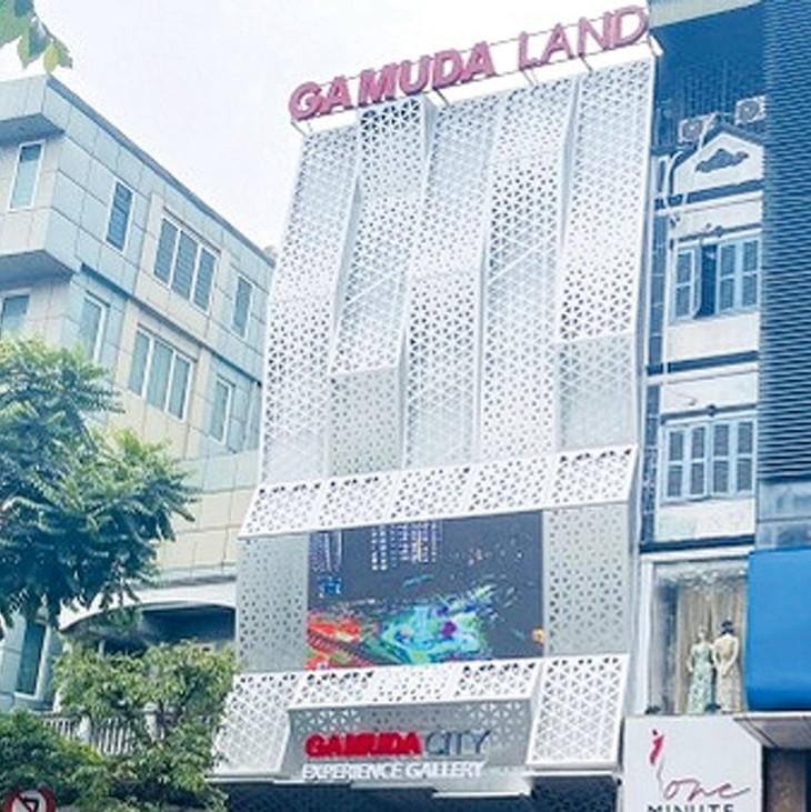 Khách hàng của Dự án Gamuda Garden (Hà Nội) căng băng rôn biểu tình. Ảnh: St