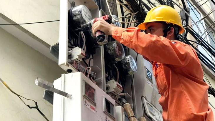 Theo ghi nhận của EVN, lượng điện sinh hoạt tiêu thụ trong tháng 6/2020 tăng 12,84% so cùng kỳ năm 2019. Ảnh: Nhã Chi