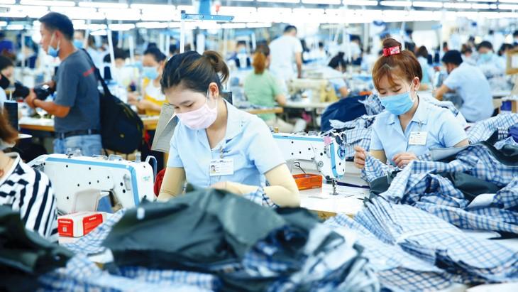 Mục tiêu của gói kích thích kinh tế mới là có thêm nguồn lực hỗ trợ doanh nghiệp, bảo vệ năng lực sản xuất trong những ngành, lĩnh vực trọng yếu. Ảnh: Lê Tiên
