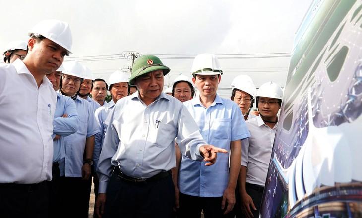 Thủ tướng Nguyễn Xuân Phúc kiểm tra tiến độ Dự án Cảng hàng không quốc tế Long Thành. Ảnh: Vũ Dũng