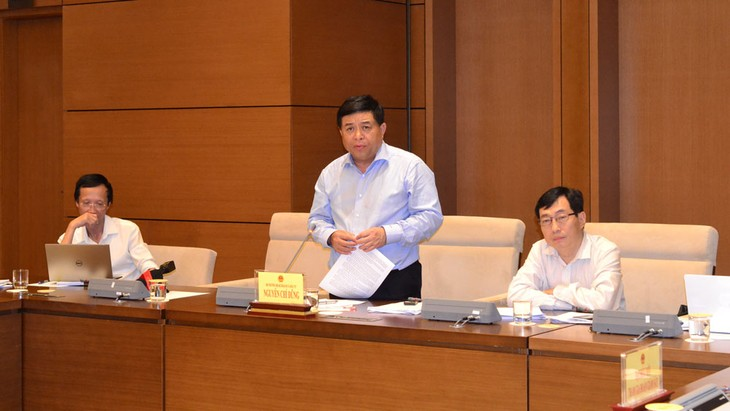 Bộ trưởng Bộ Kế hoạch và Đầu tư Nguyễn Chí Dũng đưa ra các kiến nghị với Quốc hội nhằm phát huy lợi ích của các hiệp định thương mại tự do. Ảnh: Thanh Tâm