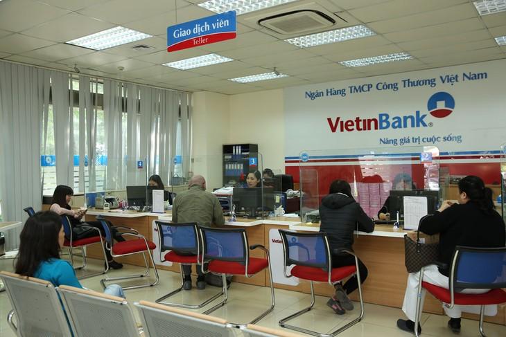 Hoạt động của ngành ngân hàng năm nay chịu tác động đáng ngại từ rủi ro nợ xấu. Ảnh: Gia Khoa