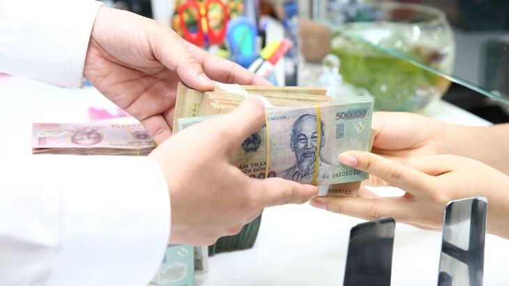 Theo quy định hiện hành, các tổ chức tín dụng phải đưa tỷ lệ vốn ngắn hạn cho vay trung và dài hạn về mức 40% trong khoảng thời gian từ 1/1 đến 30/9/2020 và về mức 37% từ 1/10/2020. Ảnh: Lê Tiên