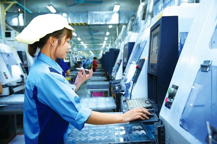 Bối cảnh dịch Covid-19 là cơ hội cho doanh nghiệp cải thiện hệ thống sản xuất, đầu tư công nghệ, nguồn nhân lực. Ảnh: Lê Tiên