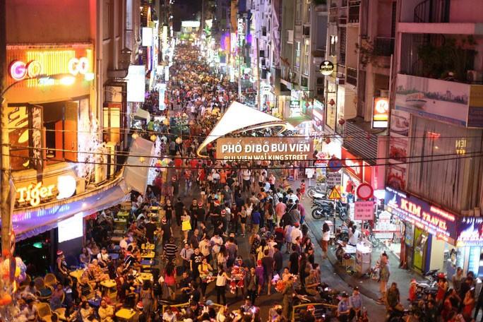Đề án cho phép thí điểm kéo dài thời gian hoạt động dịch vụ ban đêm đến 6 giờ sáng hôm sau tại 10 tỉnh, thành phố. Ảnh: Hoàng Triều