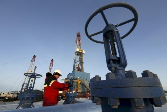 Giá dầu thế giới đi lên trong phiên 29/7. Ảnh: Reuters
