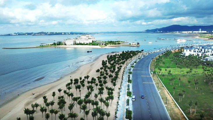 Chuyên gia của Ngân hàng Thế giới cho rằng, Việt Nam cần hỗ trợ có mục tiêu, chọn lọc đối với khu vực tư nhân, nhất là những ngành nghề bị ảnh hưởng nặng nề như du lịch, chế biến, chế tạo. Ảnh: Lê Tiên