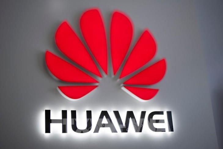 Biểu tượng Huawei tại cửa hàng ở Bắc Kinh, Trung Quốc. Ảnh: AFP/TTXVN