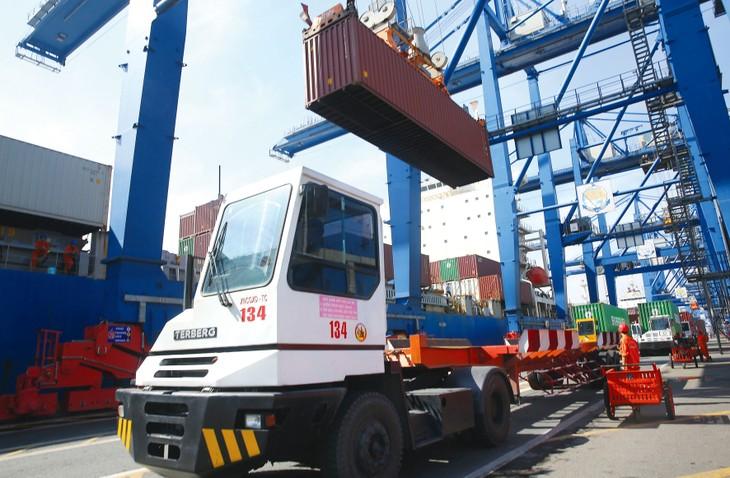 Có hiệu lực trong bối cảnh dịch Covid-19 diễn biến phức tạp, Hiệp định EVFTA được kỳ vọng tạo động lực mới vực dậy xuất khẩu và tăng trưởng kinh tế. Ảnh: Lê Tiên