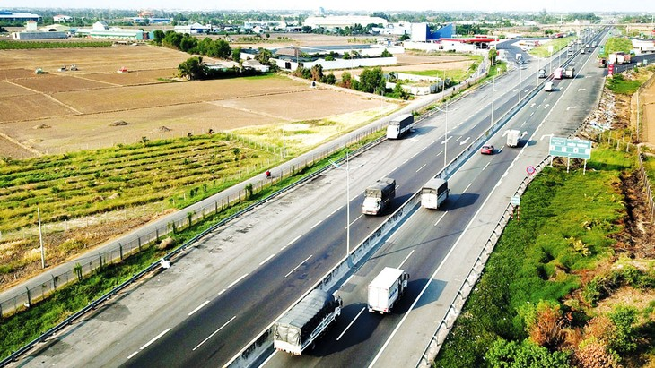 Việc khởi công 3 dự án thành phần trên tuyến cao tốc Bắc - Nam đầu tư hoàn toàn bằng vốn nhà nước là một trong những sự kiện được mong chờ nhất trong tháng 9 này. Ảnh: Lê Tiên