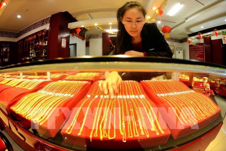 Giá vàng sáng 4/9 giao dịch quanh mốc 57 triệu đồng/lượng. Ảnh: AFP/TTXVN