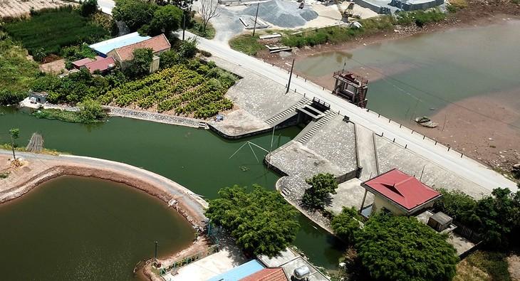 Dự án Hệ thống thủy lợi Nam Bến Tre là một trong các dự án trọng điểm về quản lý nước, ứng phó lâu dài với xâm nhập mặn, đang được triển khai tại tỉnh Bến Tre. Ảnh: Phú An
