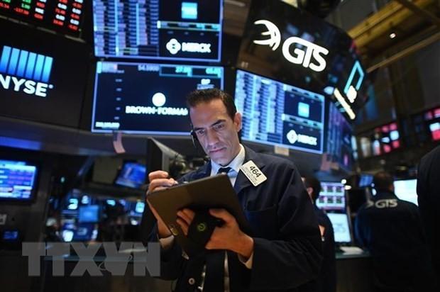Hoạt động tại sàn giao dịch chứng khoán New York, Mỹ. (Ảnh: AFP/TTXVN)