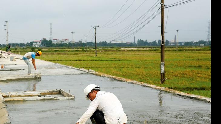 Công ty CP Đầu tư xây dựng Hải Long được công bố trúng 67 gói thầu trên địa bàn tỉnh Bắc Giang từ tháng 4/2016 đến nay với tổng giá trúng thầu hơn 513 tỷ đồng. Ảnh: Nhã Chi