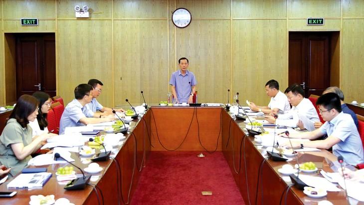 Thứ trưởng Bộ Kế hoạch và Đầu tư Võ Thành Thống chủ trì cuộc họp Ban soạn thảo hai Nghị định hướng dẫn Luật PPP. Ảnh: Minh Trang