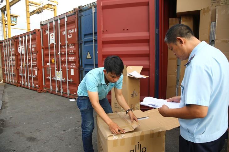 Tỷ lệ các lô hàng xuất nhập khẩu phải kiểm tra chuyên ngành tại giai đoạn thông quan giảm từ 33% xuống còn 19%. Ảnh: Lê Tiên