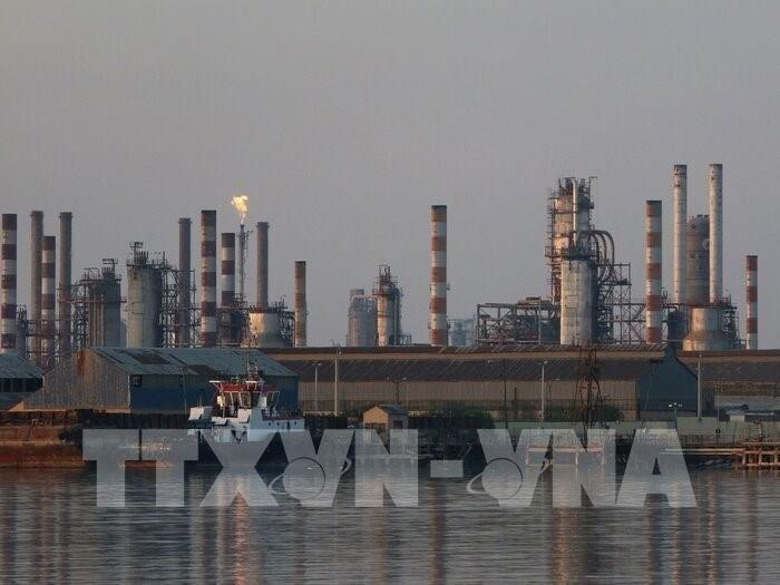 Một cơ sở khai thác dầu ở Iran. Ảnh: IRNA/TTXVN