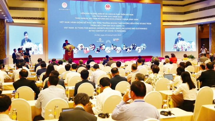 Bộ trưởng Bộ Kế hoạch và Đầu tư Nguyễn Chí Dũng phát biểu tại Diễn đàn Cải cách và Phát triển Việt Nam 2020. Ảnh: Lê Tiên