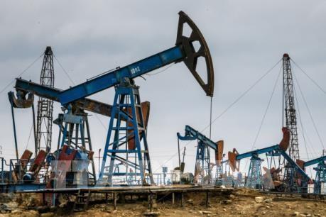 Giá dầu thế giới giao dịch ngược chiều nhau trong phiên ngày 30/9. Ảnh minh họa: TTXVN