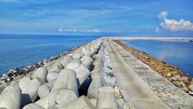 Thành An 96 trúng Gói thầu Thi công đê chắn sóng thuộc Dự án Khu neo đậu tránh trú bão cho tàu cá đảo Phú Quý, tỉnh Bình Thuận - giai đoạn 1 vào tháng 12/2016.
