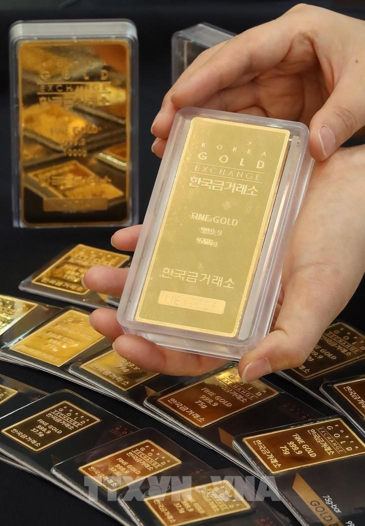Giá vàng SJC tiến về mốc 57 triệu đồng/lượng. Ảnh: TTXVN
