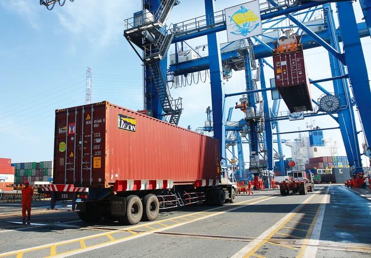 Tháng 8, kim ngạch xuất khẩu của Việt Nam sang thị trường EU đạt 3,25 tỷ USD, tăng 4,65% so với tháng 7 và tăng 4,2% so với cùng kỳ năm 2019. Ảnh: Lê Tiên