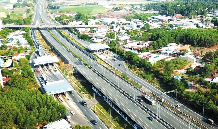Mức phí sử dụng đường cao tốc do Nhà nước đầu tư được đề xuất từ 1.000 - 1.500 đồng/xe/km, bằng khoảng 50% mức thu của các tuyến cao tốc do nhà đầu tư BOT thực hiện. Ảnh: Lê Tiên