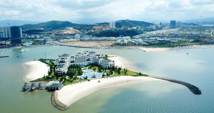 Để nhanh chóng phục hồi nền kinh tế, phải sớm biến Việt Nam thành một điểm đến an toàn, tốt nhất cho các nhà đầu tư và khách du lịch quốc tế. Ảnh: Lê Tiên