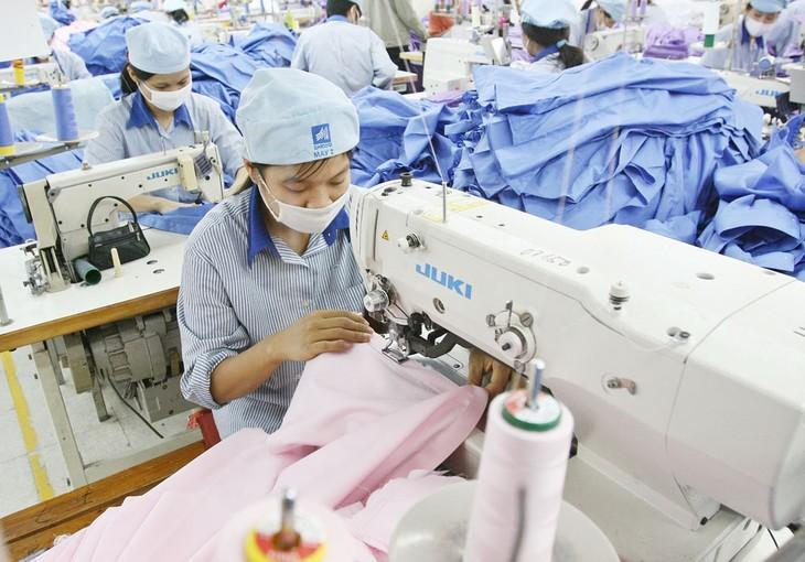 Kinh tế Việt Nam đã có những dấu hiệu tích cực, triển vọng phục hồi khá rõ ràng và có thể tăng trưởng trở lại mạnh mẽ trong năm 2021. Ảnh: Tường Lâm