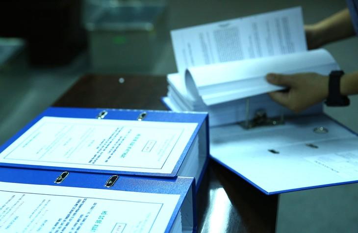 Không ít chủ đầu tư/bên mời thầu thường xuyên quên đính kèm các thông tin quan trọng của hồ sơ mời thầu. Ảnh: Tiên Giang