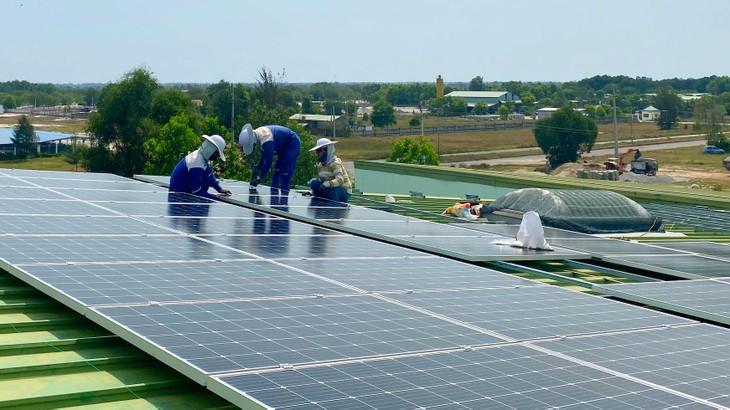 Chính sách giá đối với năng lượng tái tạo là vấn đề được các nhà đầu tư đặc biệt quan tâm. Ảnh: Trung Thành