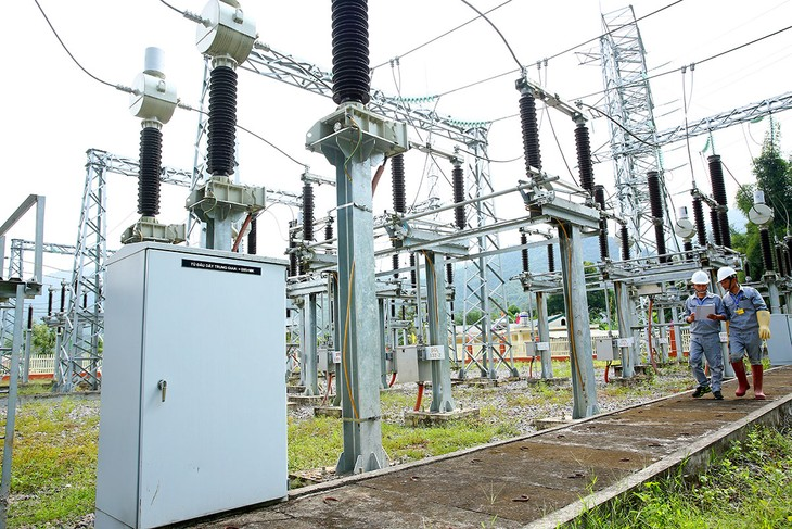 Một gói thầu cung cấp bảo hiểm 7 công trình của Công ty Điện lực Thanh Trì thu hút sự tham gia của 7 nhà thầu, chọn được nhà thầu với tỷ lệ tiết kiệm đạt 92%. Ảnh: Nhã Chi