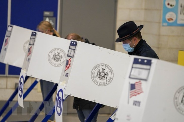 Cử tri Mỹ bỏ phiếu tại New York. (Ảnh: THX/TTXVN)