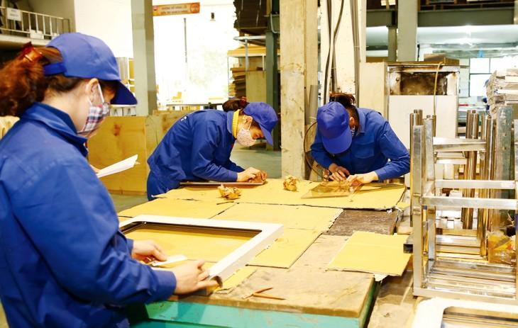 Các doanh nghiệp Việt Nam vẫn còn hạn chế về năng lực sản xuất để có thể hợp tác với các đối tác nước ngoài. Ảnh: Lê Tiên