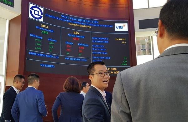 Ngày giao dịch đầu tiên trên HOSE của cổ phiếu VIB. Ảnh: V.D.