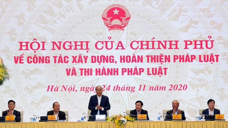 Thủ tướng Chính phủ Nguyễn Xuân Phúc chủ trì Hội nghị của Chính phủ về công tác xây dựng, hoàn thiện pháp luật và thi hành pháp luật. Ảnh: Hiếu Nguyễn