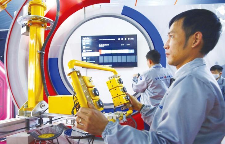 Đào tạo người lao động gắn với nhu cầu đổi mới công nghệ, đổi mới thiết bị của doanh nghiệp là một trong những giải pháp thúc đẩy đổi mới sáng tạo tại Việt Nam. Ảnh: Lê Tiên