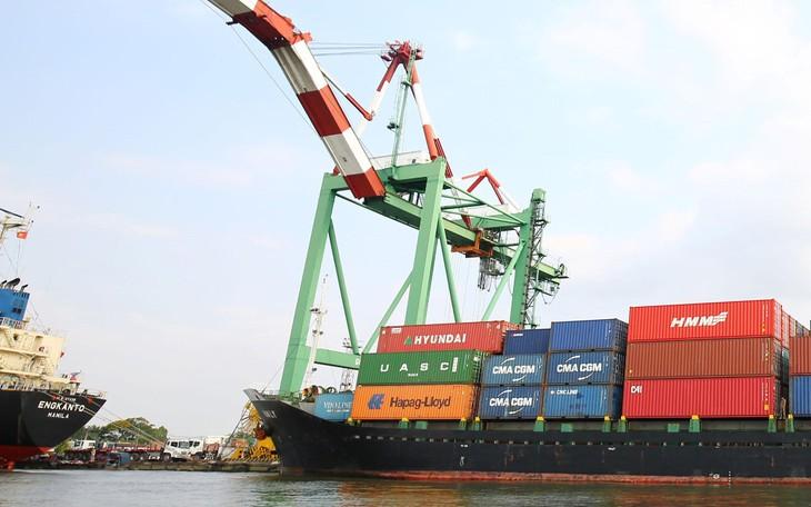 Thu cân đối ngân sách từ hoạt động xuất nhập khẩu 2 tháng đầu năm 2021 đạt 34,6 nghìn tỷ đồng, bằng 19,4% dự toán, tăng 0,3% so với cùng kỳ năm 2020. Ảnh: Lê Tiên