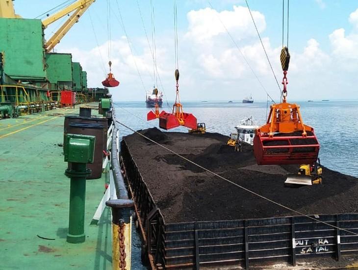 2 tháng đầu năm 2021, Công ty TNHH Vận tải Việt Thuận được Vinacomin lựa chọn thực hiện 2 gói thầu vận chuyển than với tổng giá gần 524 tỷ đồng. Ảnh minh họa: Đỗ Giang