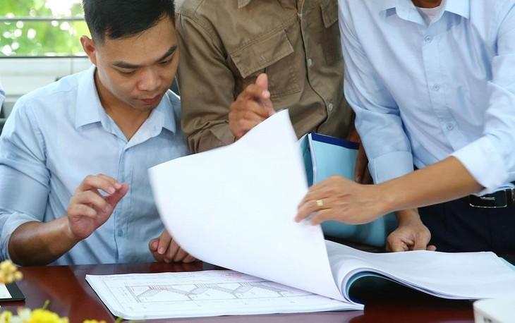 Hồ sơ mời thầu yêu cầu kiểm toán viên phải có các chứng chỉ hành nghề trong lĩnh vực hoạt động xây dựng được cho là rào cản với nhiều nhà thầu. Ảnh: Chu Vui