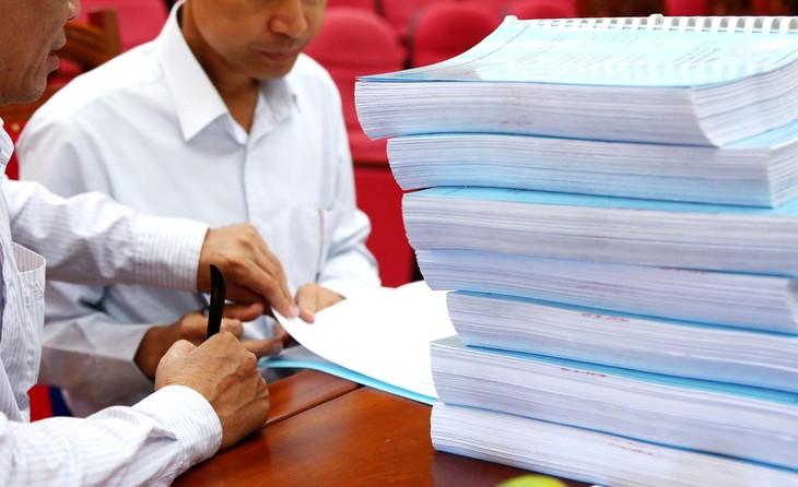 Sau khi rà soát, hồ sơ mời thầu đã được điều chỉnh: bỏ các yêu cầu về ký hợp đồng nguyên tắc với đơn vị cung cấp cát san lấp, về bảo hiểm xã hội của nhân sự và giấy xác nhận khảo sát hiện trường. Ảnh: Nhã Chi