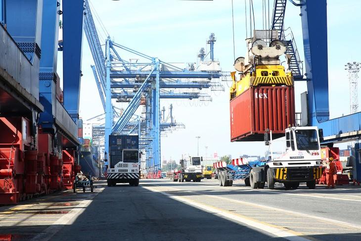 Lũy kế 2 tháng đầu năm, kim ngạch xuất nhập khẩu cả nước đạt gần 96 tỷ USD. Ảnh: Lê Tiên