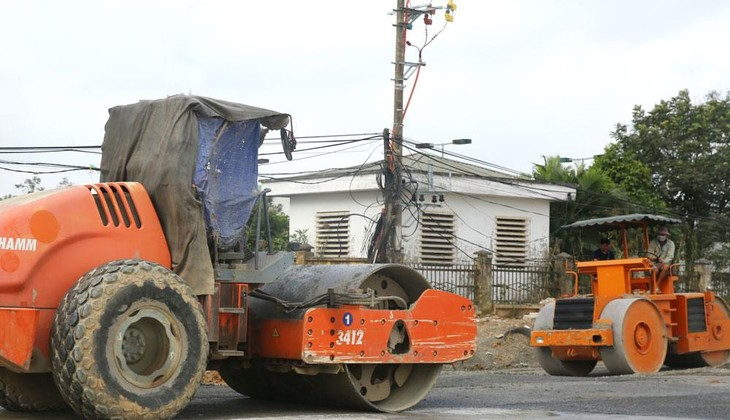 Thiết bị thi công phải thuộc sở hữu của nhà thầu hoặc có thể đi thuê nhưng nhà thầu phải chứng minh khả năng huy động để đáp ứng yêu cầu của gói thầu. Ảnh: Nhã Chi