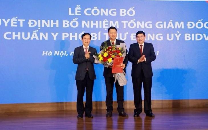 Tân Tổng giám đốc BIDV, ông Lê Ngọc Lâm (đứng giữa)