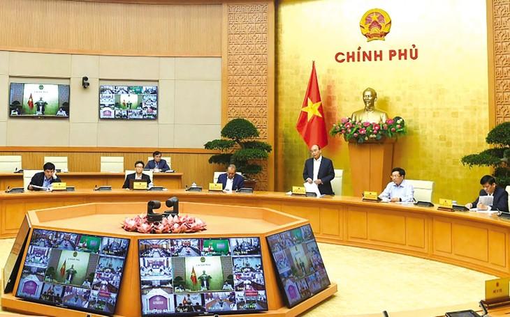Thủ tướng Nguyễn Xuân Phúc chủ trì cuộc họp trực tuyến giữa Thường trực Chính phủ với Ban Chỉ đạo quốc gia phòng, chống dịch Covid-19 và 63 tỉnh, thành phố. Ảnh: Trần Hải