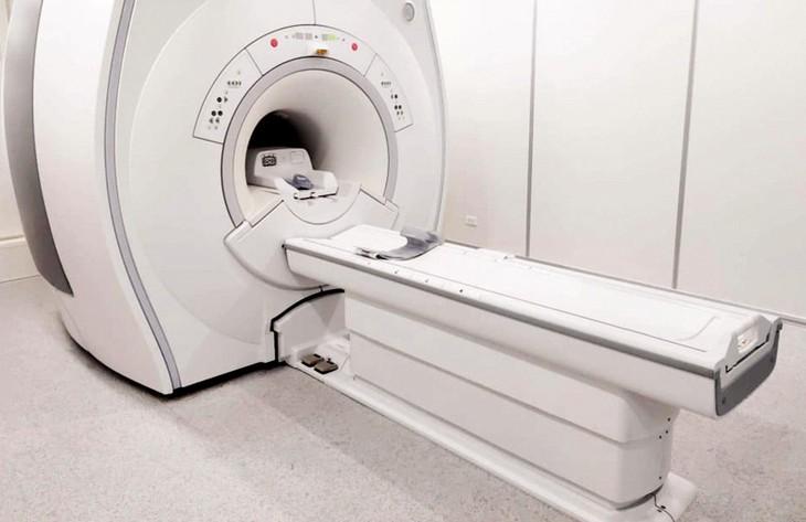 Gói thầu Cung cấp và lắp đặt Hệ thống cộng hưởng từ MRI 1.5 Tesla - có khả năng nâng cấp hỗ trợ kỹ thuật phẫu thuật thần kinh bằng sóng siêu âm hội tụ (MRgFUS) có giá 45 tỷ đồng. Ảnh: Trần Sơn