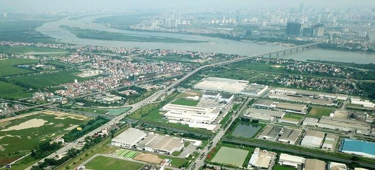 Khu vực 2 bên bờ sông Hồng có thể khai thác được rất nhiều giá trị văn hóa, môi trường và cả kinh tế. Ảnh: Lê Tiên