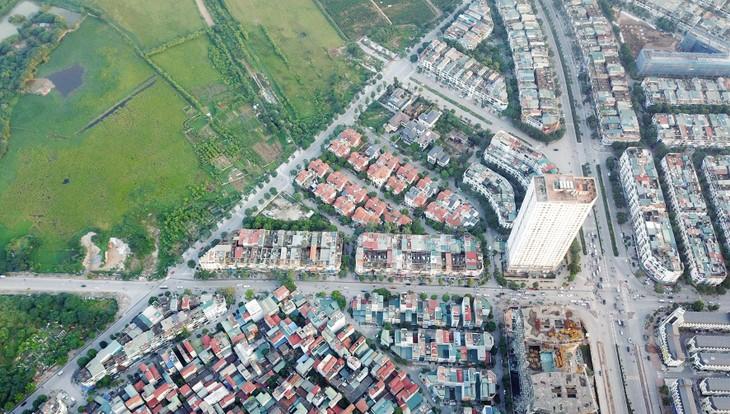 Bất động sản vẫn là kênh đầu tư có khả năng sinh lời cao và hấp dẫn đối với nhiều người Việt. Ảnh: Lê Tiên